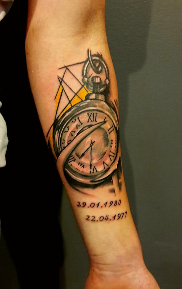 Z Jakim Tatuażem Połączyć Tatuaż Zegar Przedramię