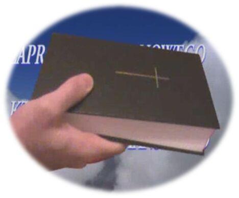 biblia-w-rece.jpg
