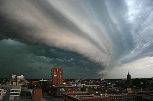 300px-Rolling-thunder-cloud.jpg