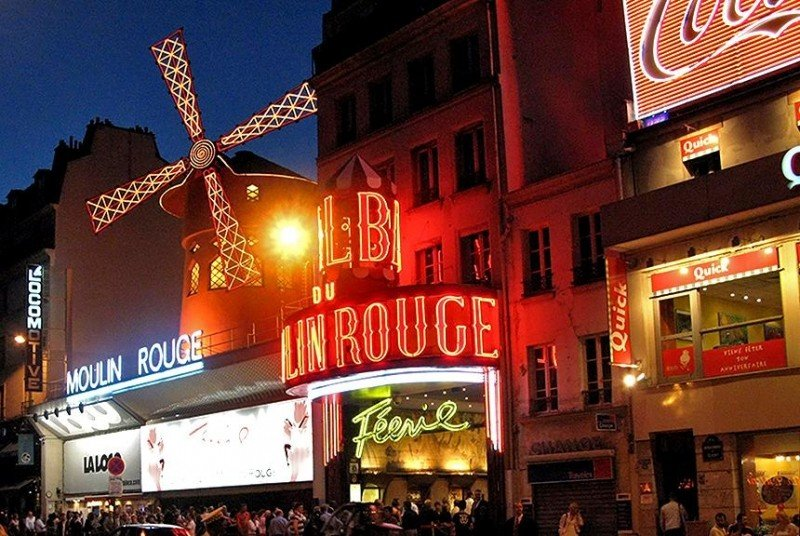 moulin-rouge-at-midnight.jpg