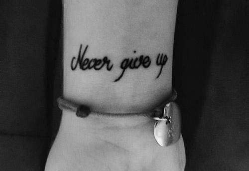 Ile Kosztowałby Mały Tatuaż Na Nadgarstku Never Give Up