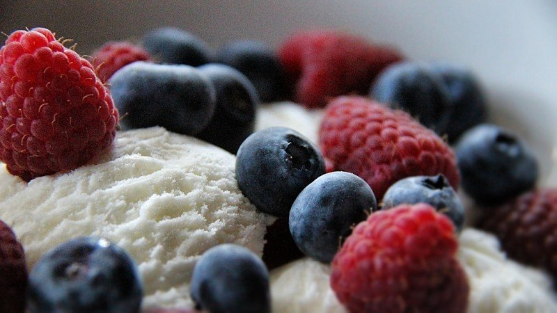 ice-cream-with-berries.jpg