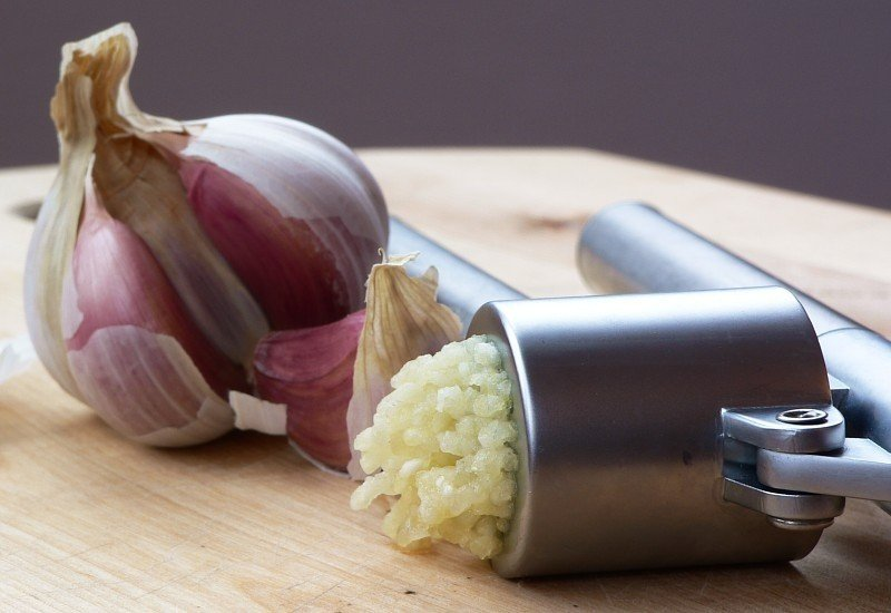 garlic-press-and-garlic.jpg