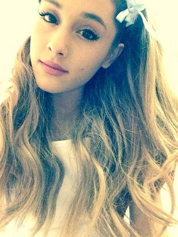 Ariana-Grande-Selfie-osnapitzari-38577235-600-800.jpg