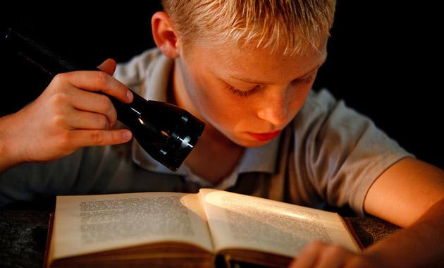 dzieci-czytaja-tradycyjne-ksiazki.jpg
