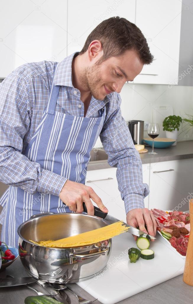 depositphotos_34140959-Happy-man-cooking-pasta-in-the-kitchen.jpg