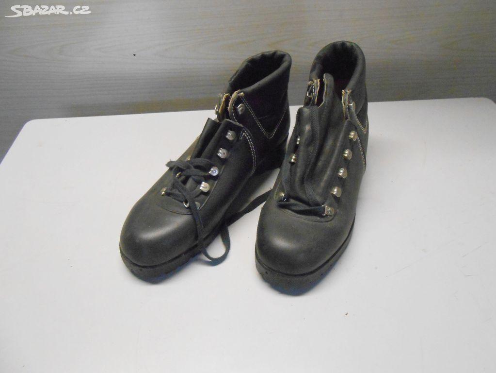 dawne buty turystyczne czeskiej firmy SVIT CZARNE