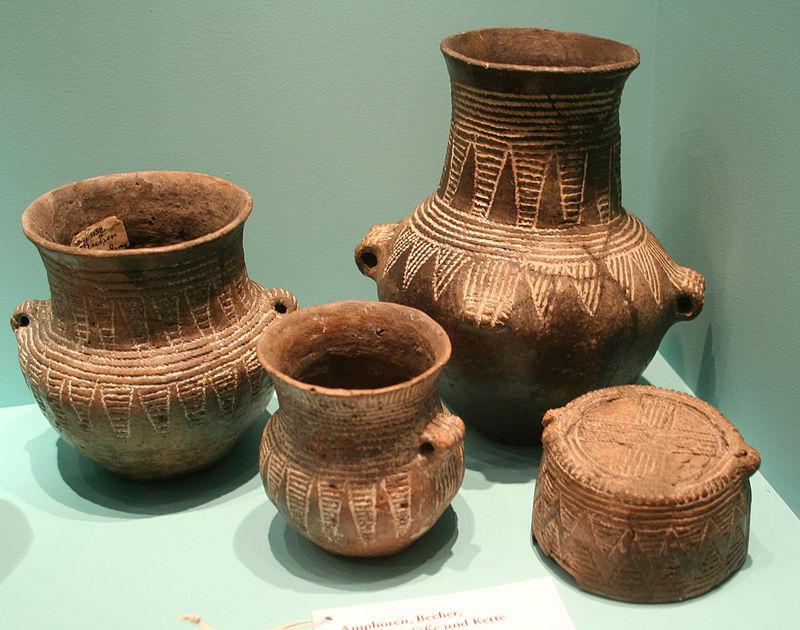Tworzyli tytularną ceramike za pomocą odciśniętego sznura