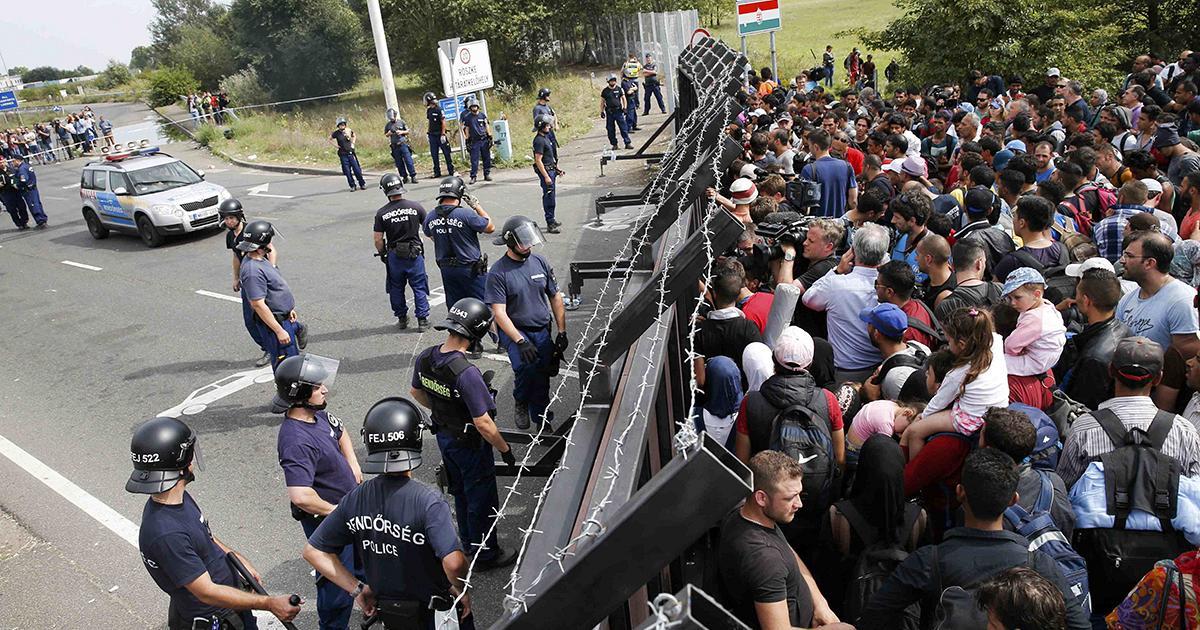 Całkowite porzucenie polityki migracyjnej,zamknięcie swoich granic,deportacje muzułmanów by zagwarantować bezpieczeństwo swojemu narodowi.