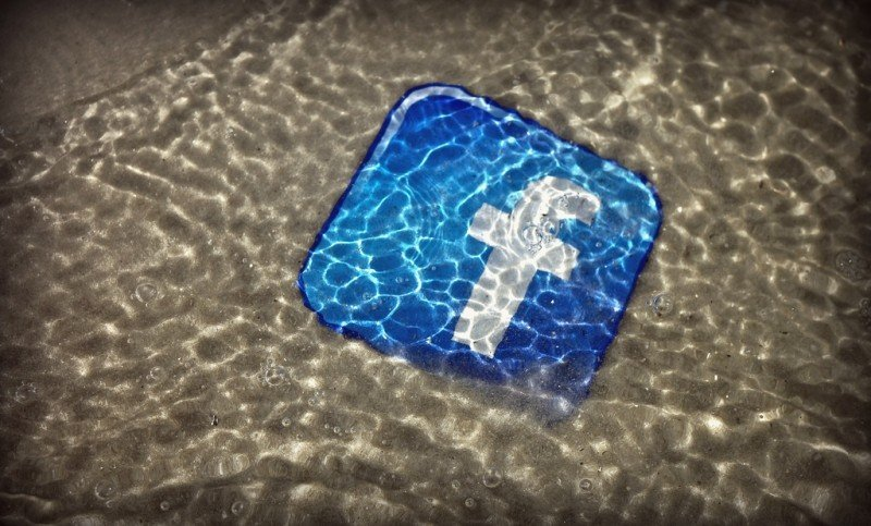 drowning-in-social-media.jpg