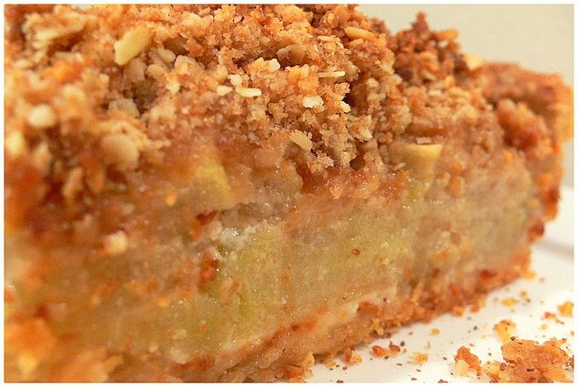 almond-apple-crumb-pie.jpeg