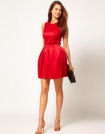 c0cdcea641254d Do czerwonej sukienki krem nie pasuje najbezpieczniej i najlepiej dobrać  czarne albo/i złote dodatki
