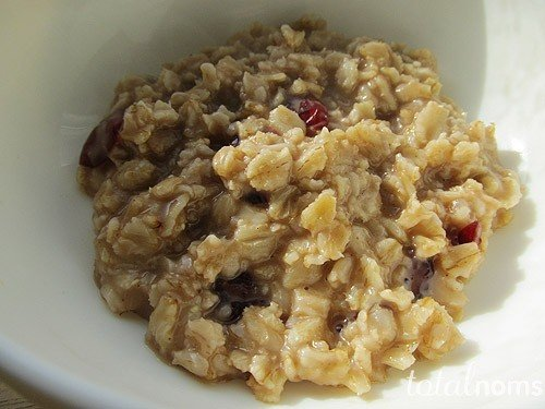 oatmeal-with-nutella-and-dried-cranberries.jpg