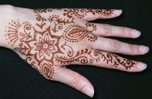 Jak Długo Trzyma Się Na Ręce Tatuaż Hinduski Henna