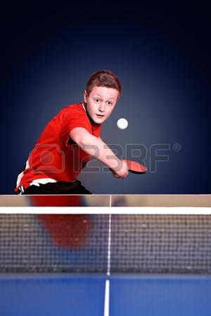 13171261-ch%C3%85%E2%80%9Aopiec-gra-w-ping-ponga-(tenis-sto%C3%85%E2%80%9Aowy).jpg