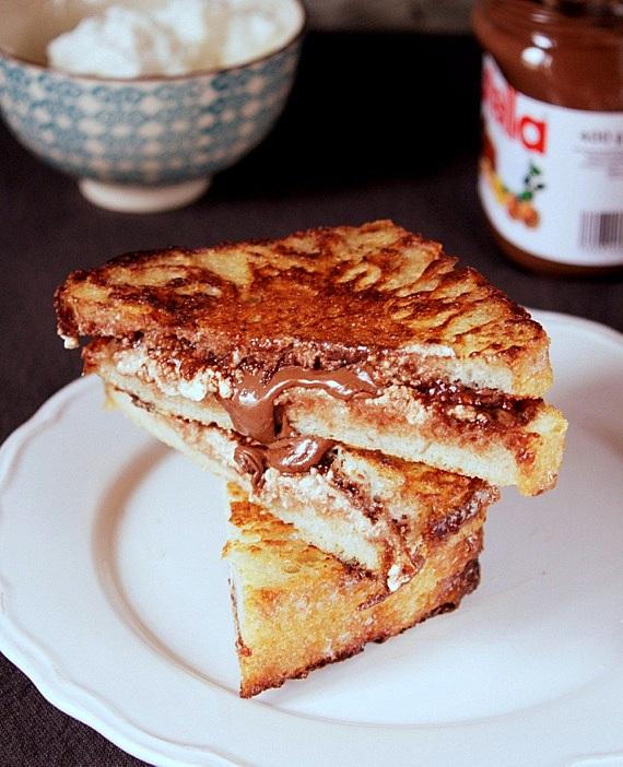 tosty-z-nutella-i-serkiem.jpg