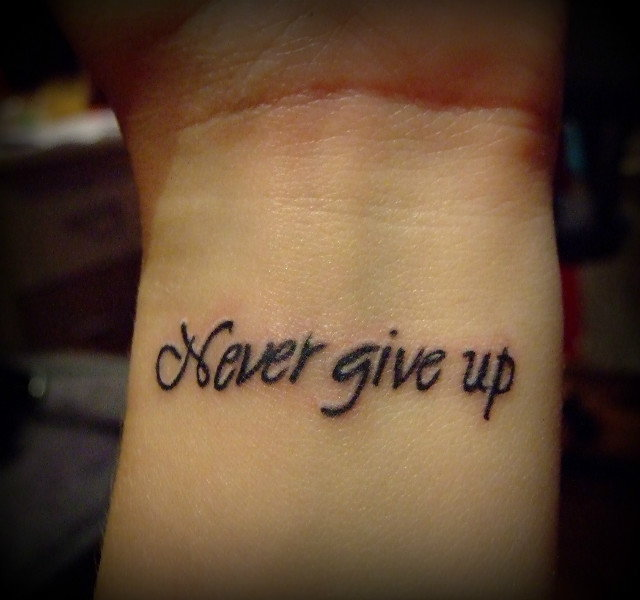 Dziara Never Give Up Na Nadgarstku 16 Lat Zapytajonetpl