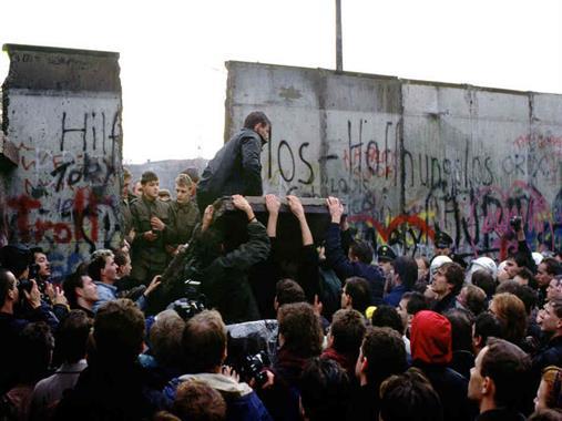 13 czerwca - upadek Muru Berlińskiego