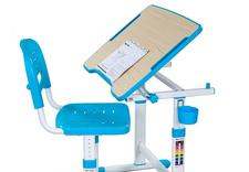 biurka, krzesła, akcesoria