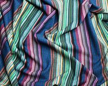Tkanina drukowana w kolorowe paski