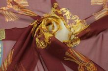 Szyfon Jedwabny Złote Ornamenty Na Bordo