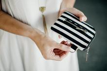 mały portfel z bawełny w czarno-białe paski