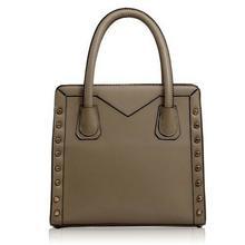 Gładka beżowa torebka damska ze złotymi ćwiekami - beżowy
