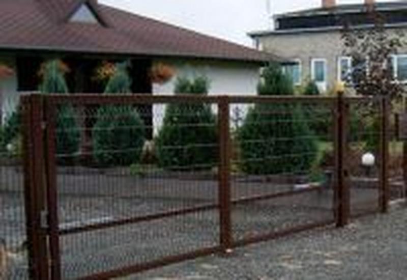 Bramy, ogrodzenia, siatki
