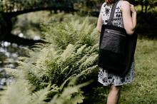 uniwersalna torebka na ramię z czarnej bawełny