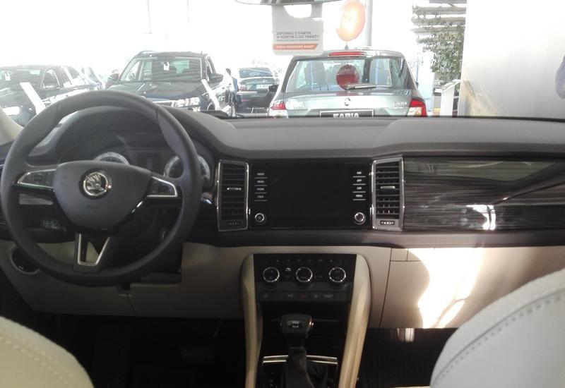dealer samochodów - AUTORUD Kielce zdjęcie 8