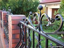 Elementy kute i osprzęt do bram