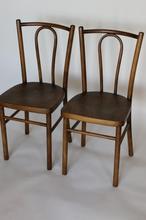 Para krzeseł giętych brązowych
