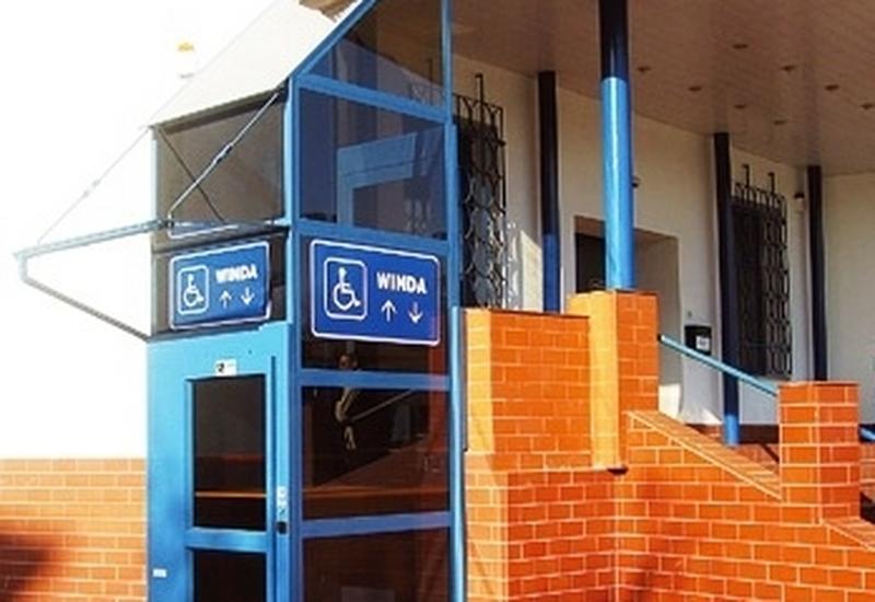 Windy, dźwigi osobowe, platformy dla niepełnosprawnych