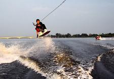 loty spadochronowe za motorówką - WakeSchool & Water Events zdjęcie 5