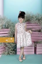 Sukienka w delikatne kwiatki