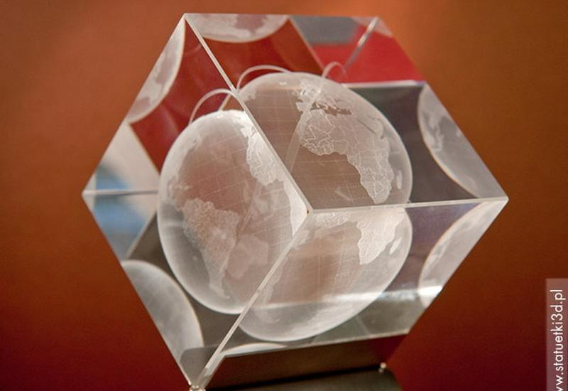 Grawerowanie szkła, laser 3D, statuetki szklane