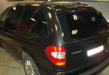 Przyciemnianie szyb, oklejanie samochodów, naprawy wgnieceń techniką PDR, przyciemnianie świateł i reflektorów.