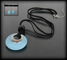 Komplet biżuterii z niebieskimi kamieniami: naszyjnik i kolczyki - niebieski