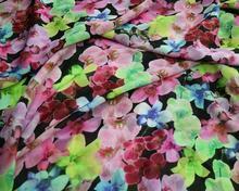 Szyfon drukowany w kolorowe kwiaty