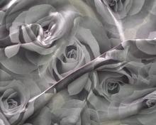 Tkanina w jasne róże