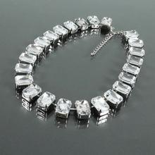 Efektowny krótki naszyjnik z dużych przezroczystych kryształów - bezbarwny